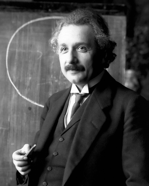 Albert Einstein Là một nhà vật lý, nổi tiếng nhất với Thuyết tương đối và Phương trình E = MC^2