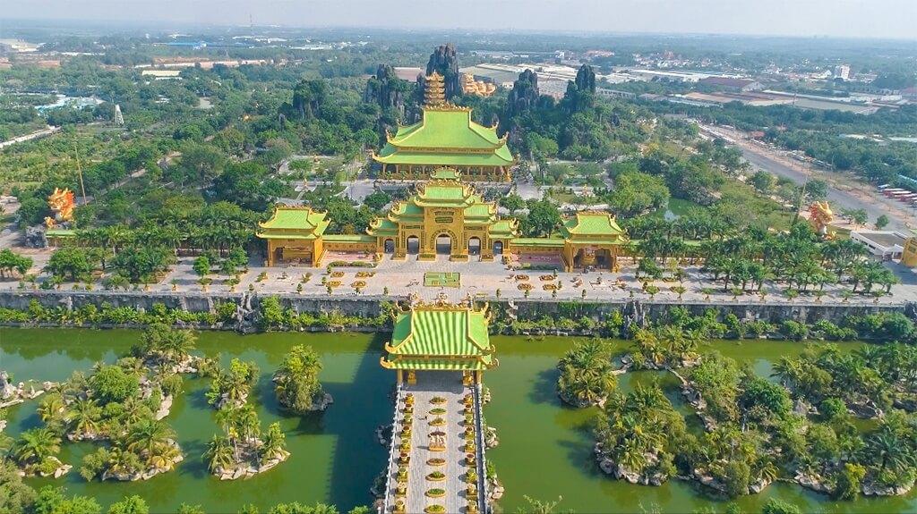 Toàn cảnh khu du lịch Đại Nam Văn Hiến nhìn từ trên cao
