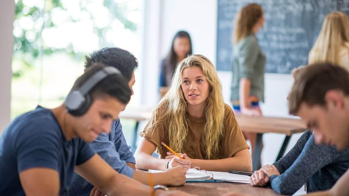 Điều kiện và lợi ích khi chọn chương trình du học Canada SDS là gì?